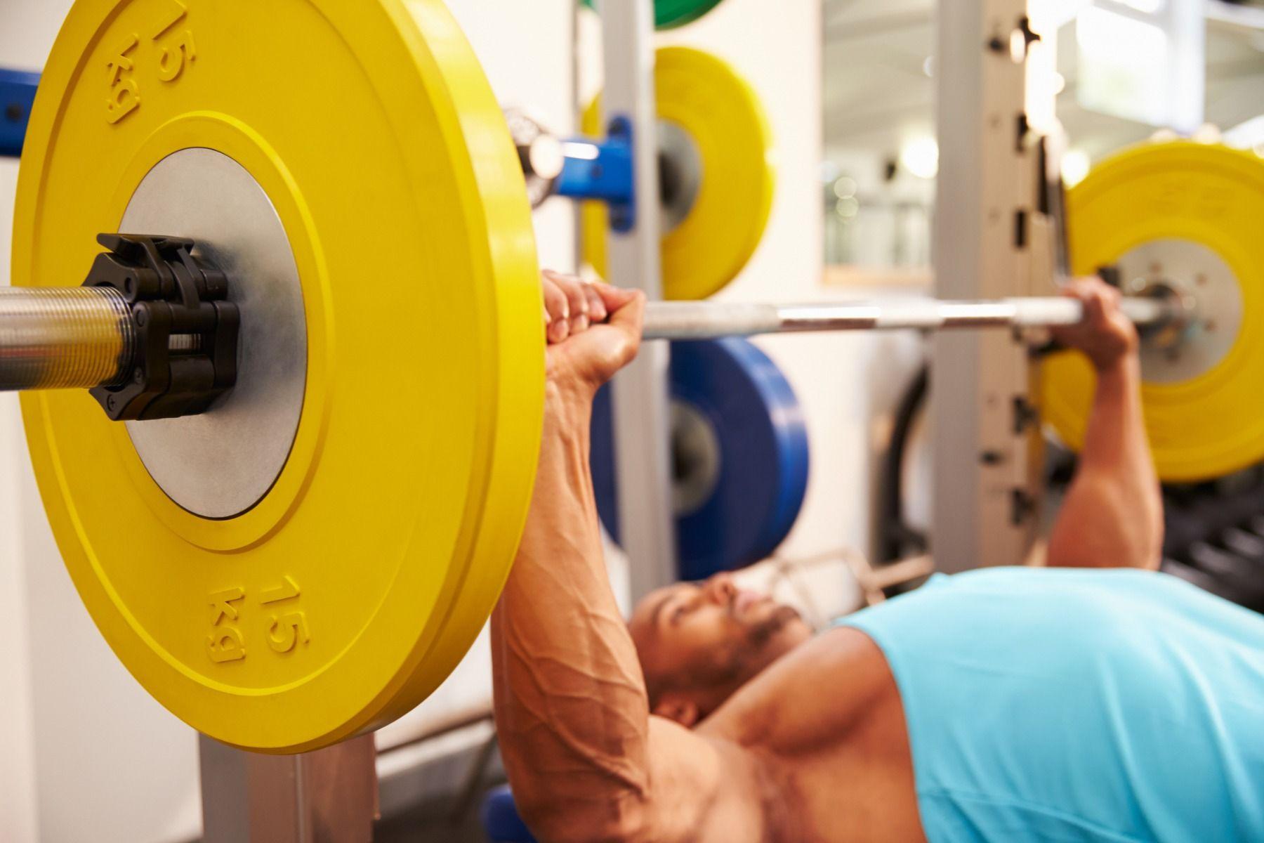 fekvenyomás - a legjobb gyakorlat a test formálására