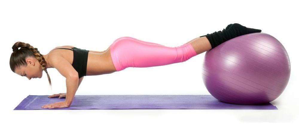 Fekvőtámasz fitness labdán
