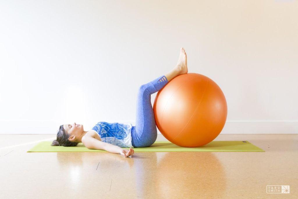pihenés és lazítás a fitness labdán